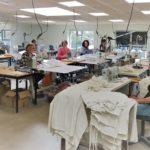 ESAT du Domaine Emmanuel : des surblouses fabriquées aux Ateliers Brilane
